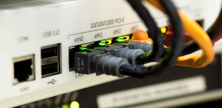 53% dos brasileiros passam mais de 6h por dia na internet